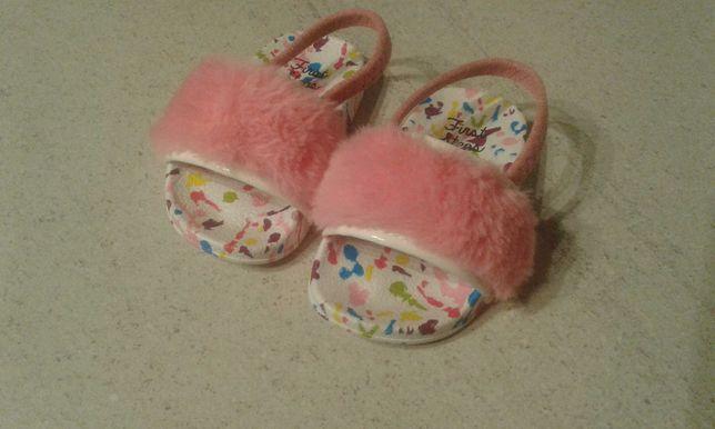 Sandałki 19