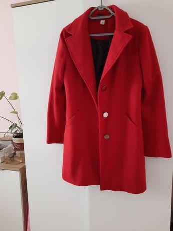 Czerwony klasyczny płaszczyk z domieszką wełny