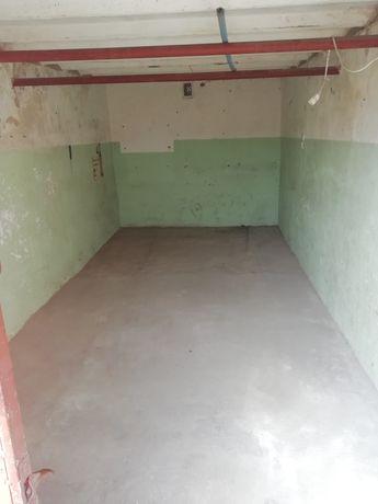 Sprzedam garaż na ul Kaczorskiej w Pile .
