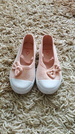 Тапочки, макасини, туфельки