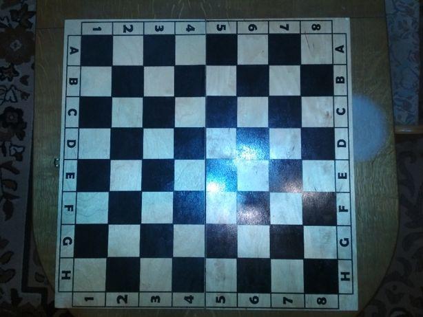 Гральні настільні ігри шашки та шахи