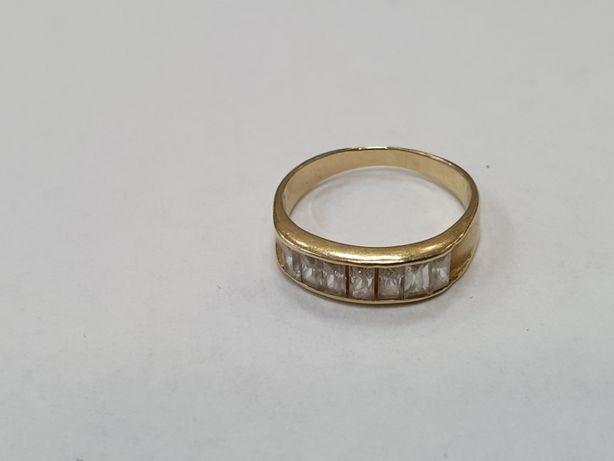Klasyczny złoty pierścionek damski/ 585/ 2.39 gram/ R10/ Cyrkonie