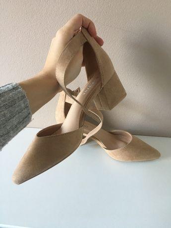Sandałki beżowe/nude na słupku rozmiar 38 zamsz