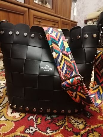 Продам сумку Valentino