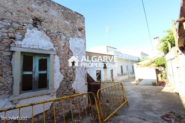 TOR - Moradia para renovação no centro Aldeia Tôr