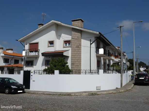 Moradia T4 Vila Nova da Telha - Maia