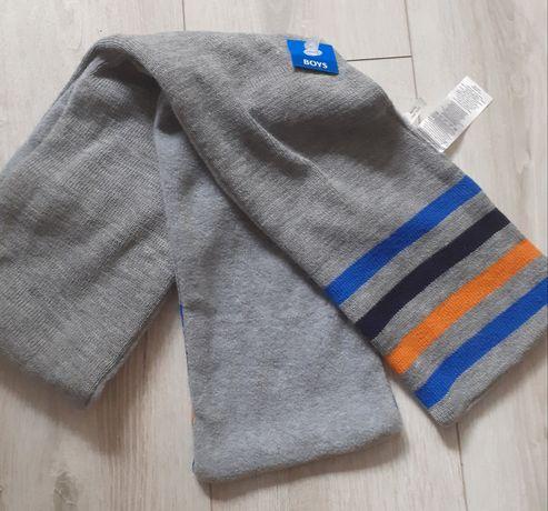 Nowy chlopięcy szalik cieply