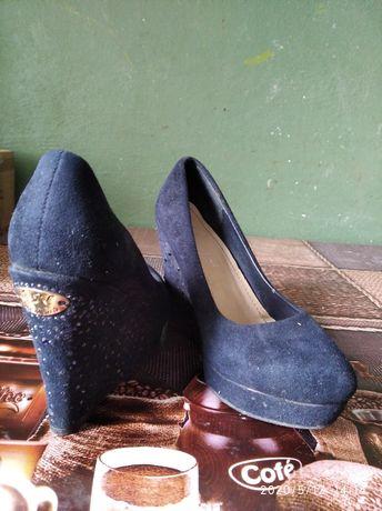 Красивые стильные туфли.