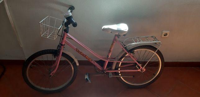 Bicicleta rosa de criança