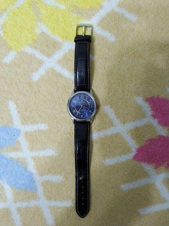 Отличные кварцевые часы