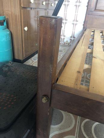Cama de casal em madeira (usada)