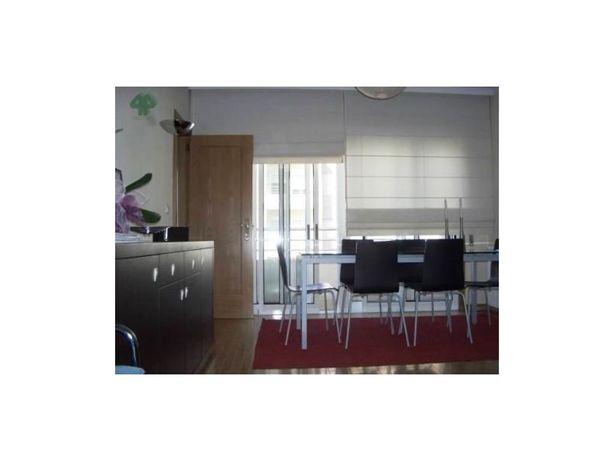 Apartamento T2 com varanda e lugar de garagem, Campo Alegre