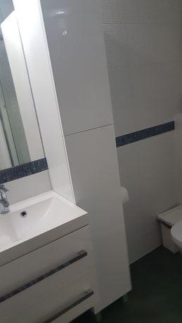 Półka słupek wysoki lakierowany do łazienki