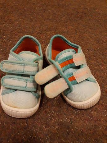 Обувь для девочки по 15 грн. (кроксы, кеды, тапочки)