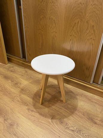Mesa apoio branca e madeira