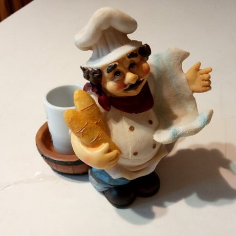 Продам статуэтку пекарь и 2 сосуда в форме рюмки