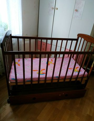 Детская кроватка+кокосовый матрасик+бортики
