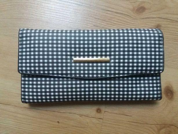 Nowy portfel, praktyczny, biało czarny.