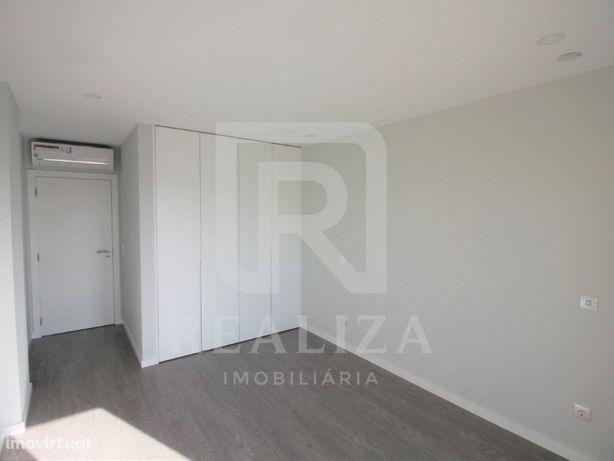 Apartamento T2 novo com arrecadação - Seixal