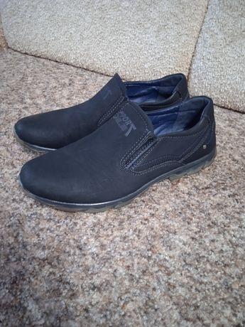 Продам обувь для ребенка подростка.