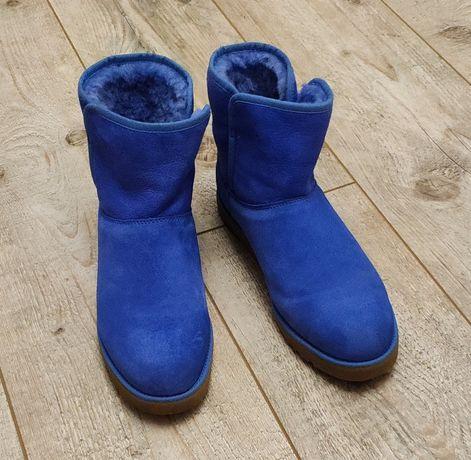 Продам угги, 38 размер, голубого цвета.