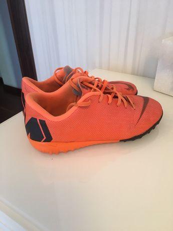 Продам детские сороконожки Nike