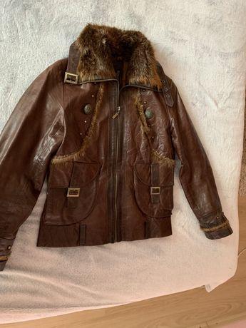 Продам женскую кожаную куртку с мехом енота, размер М