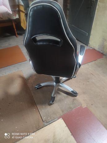 Fotel biurowy obrotowy ( geymingowy)