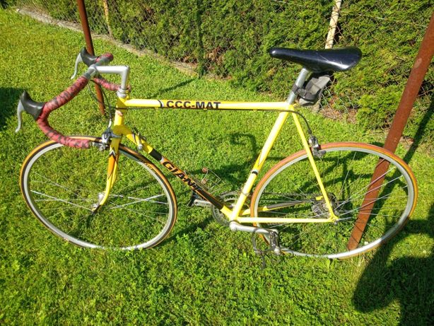 rower GIANT zawodniczy klubu CCC klasyk szosa kolarzówka