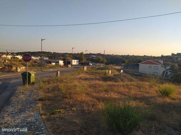 Lote de terreno 832 m2 com vista para a cidade de Tomar no centro de P
