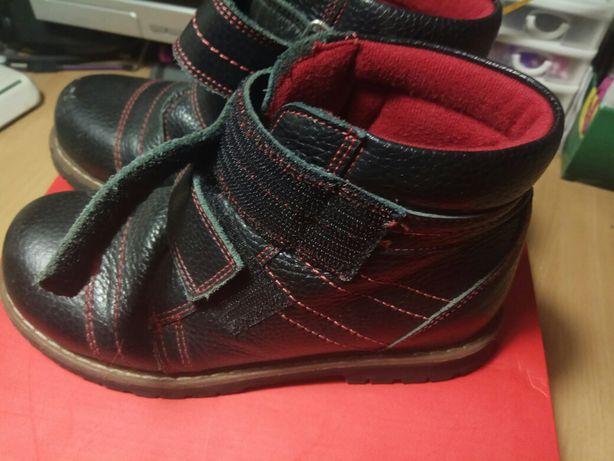 Срочно! ботинки мальчику осенние кожаные