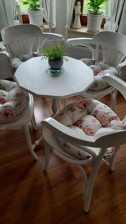 Komplet krzesła thonet, stolik biały kawowy, siedziska kwiaty