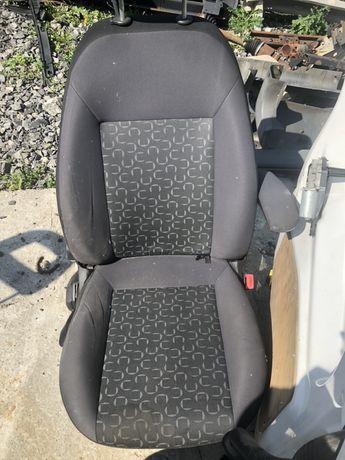 Fiat dooblo fotel przedni pojedynczy 2010