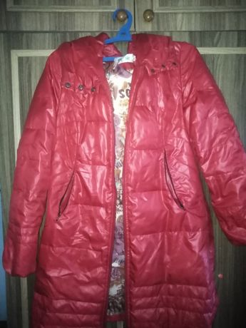 Продам красную куртку на девочку
