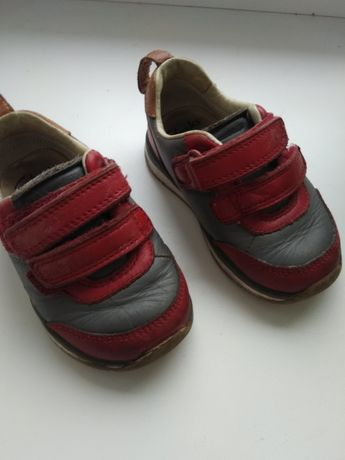 Кросівки фірми Clarks