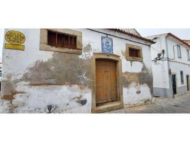 Magnifico Prédio no centro Histórico de Évora
