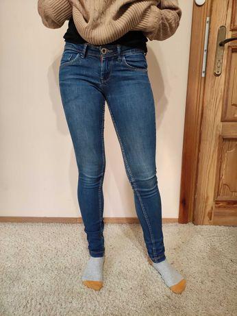 Spodnie jeansowe Bershka  34