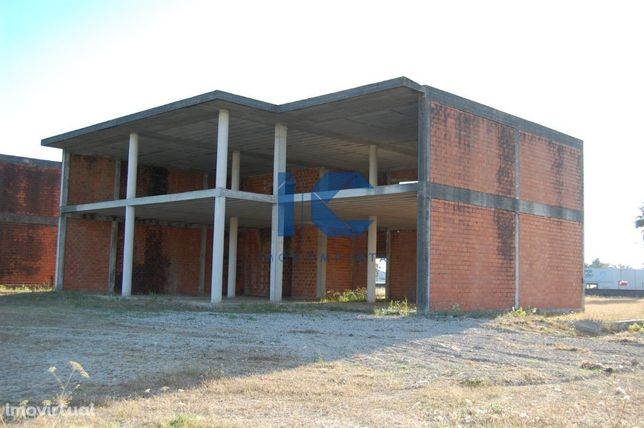 Pavilhão /Armazém em fase de construção na zona industrial de Cacia