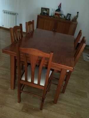 Mesa de sala com cadeiras
