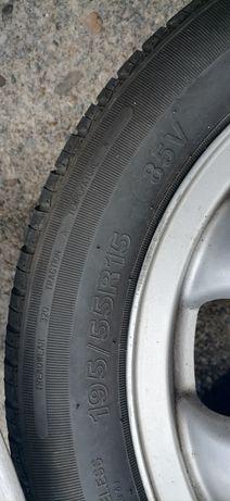 2 jantes sem pneu e 2 com pneu em bom estado só usadas uma vezes