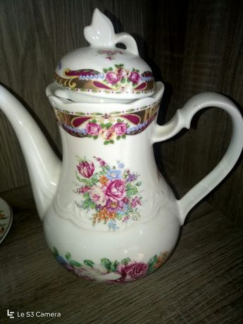 Conjunto de Bule e prato em porcelana Limoges original,como novo!