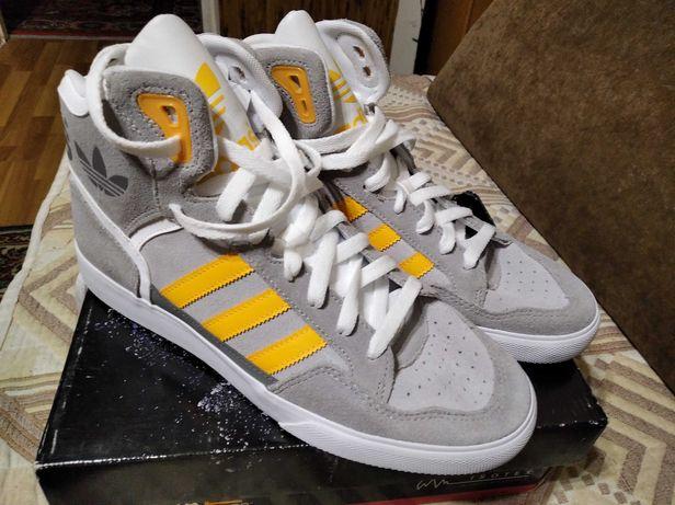Кроссовки Adidas. Оригинал. Размер 42. 4500 руб.