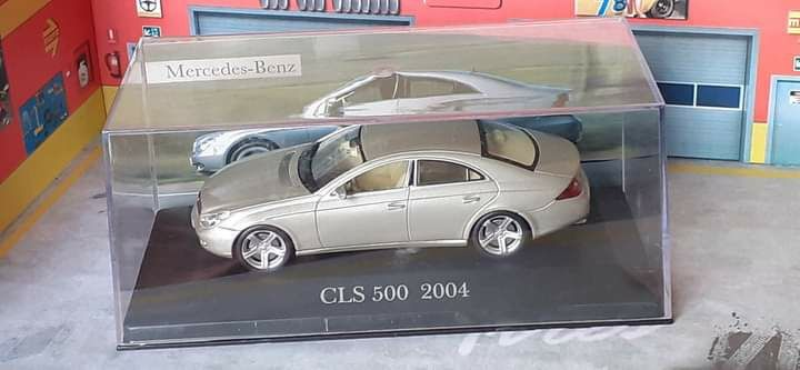 Mercedes CLS 500  escala 1/43 novo em caixa