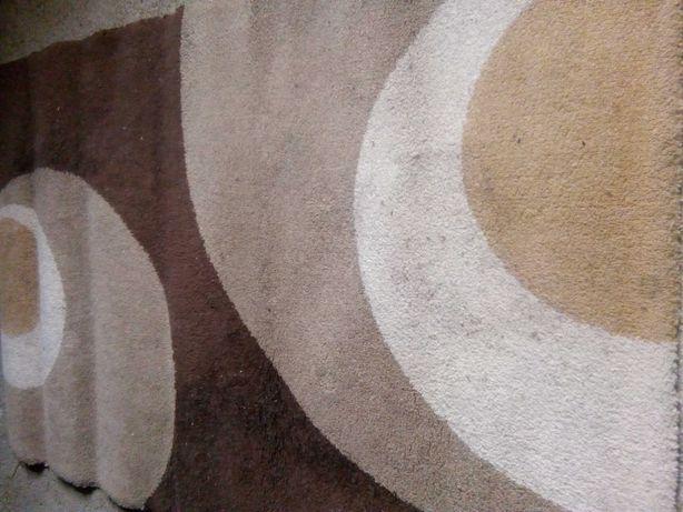 Carpete tons castanho