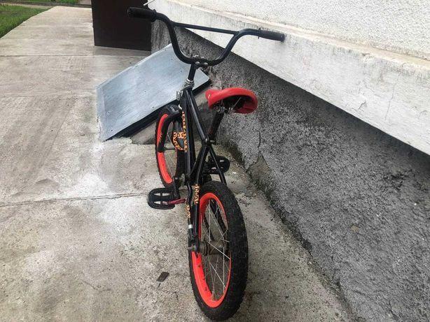 Велосипед детский 5-6 лет с боковыми колесами
