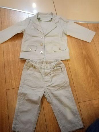 Śliczny komplecik marynarka i spodnie dla chłopca