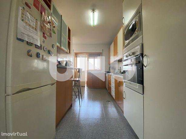 Vende-se T2 Duplex c/ aproveitamento sótão, churrasqueira e garagem fe