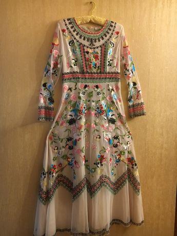 Платье новое вышитое Италия