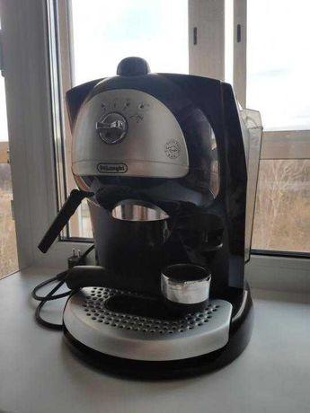 Кофеварка Delonghi рожковая