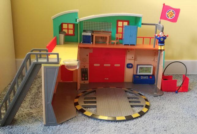Remiza Strażak Sam plus 2 pojazdy i figurka - dokładne zdjęcia